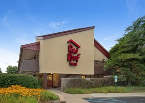 Red Roof Inn Detroit - Auburn Hills Rochester Hills This rating is a reflection of how the property compares to the industry standard when it comes to price, facilities and services available. It's based on a self-evaluation by the property/10().