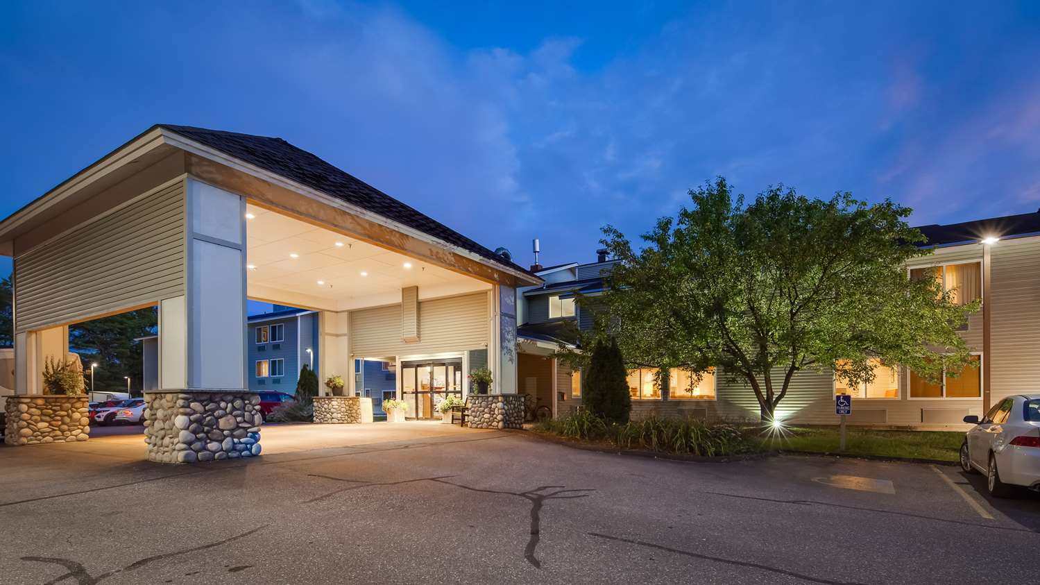 Best Western Plus Windjammer Inn South Burlington