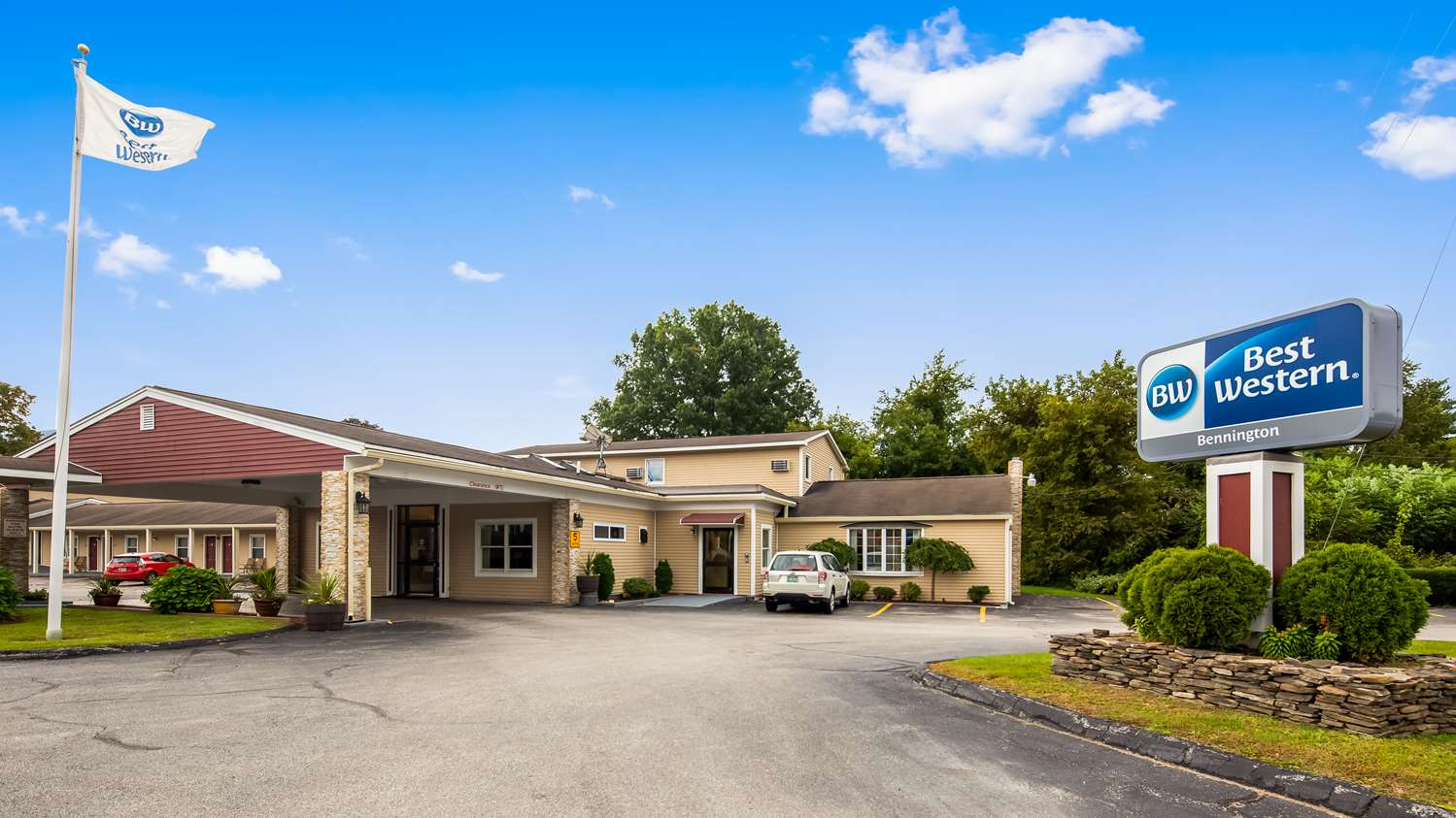 Best Western Plus New Englander Inn Bennington