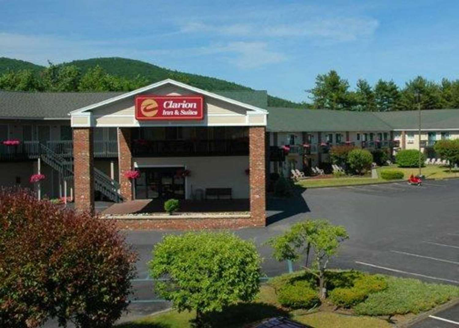 Clarion Inn & Suite Lake George