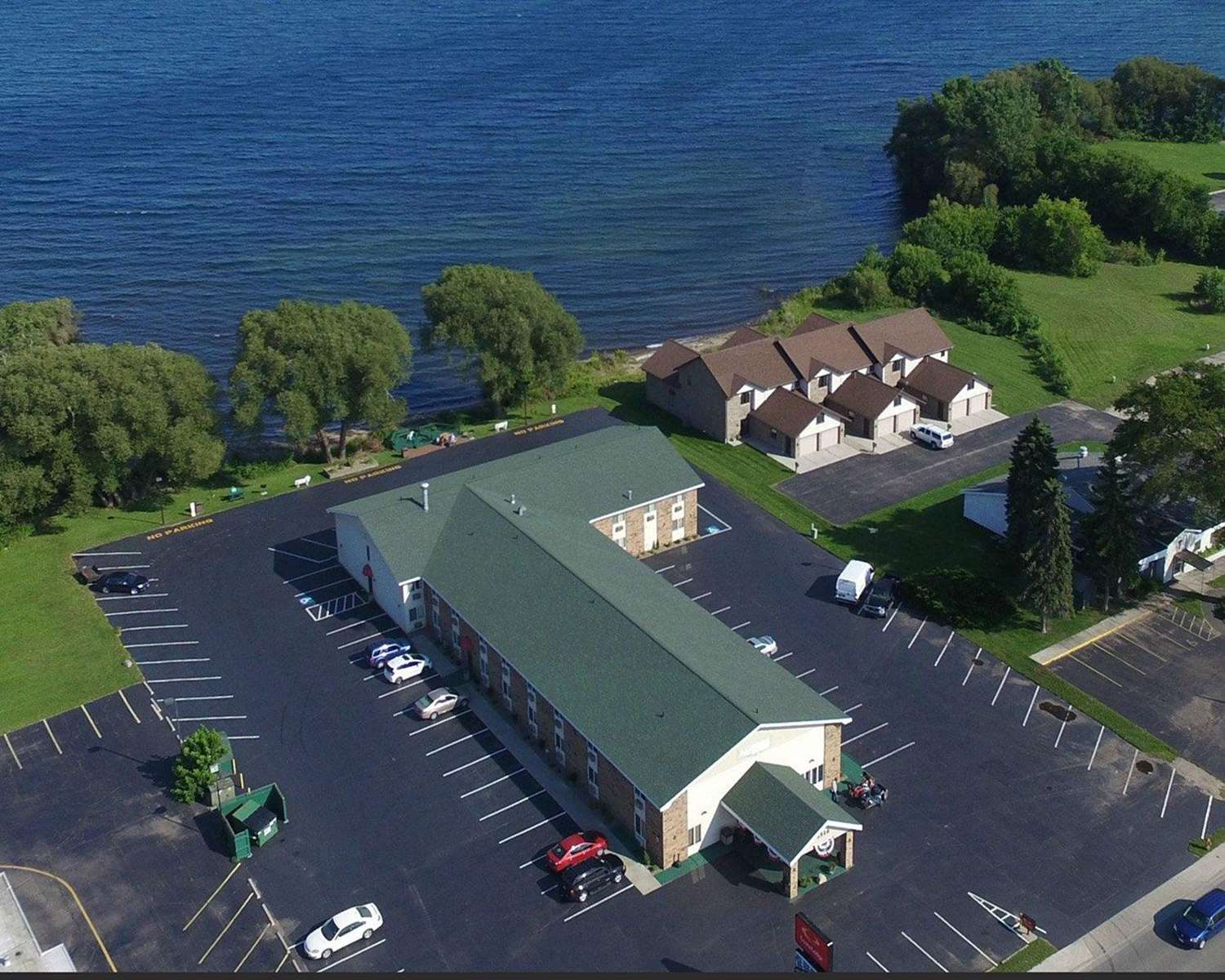Econo Lodge on the Bay Menominee