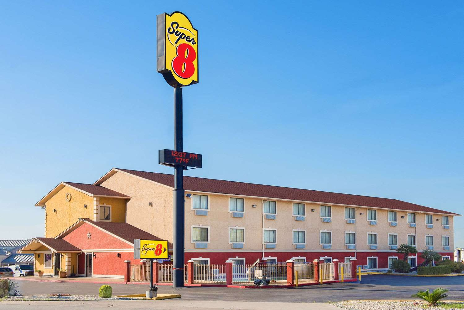 Super 8 Hotel I-35 North San Antonio