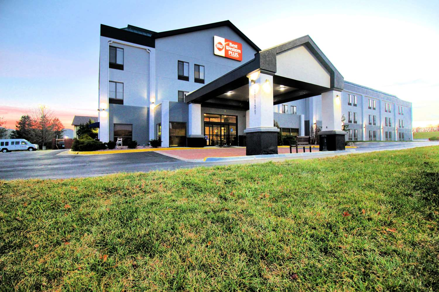 Best Western Plus Kansas City Airport Hotel
