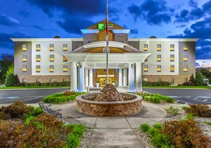 Holiday Inn Express Suites Morristown