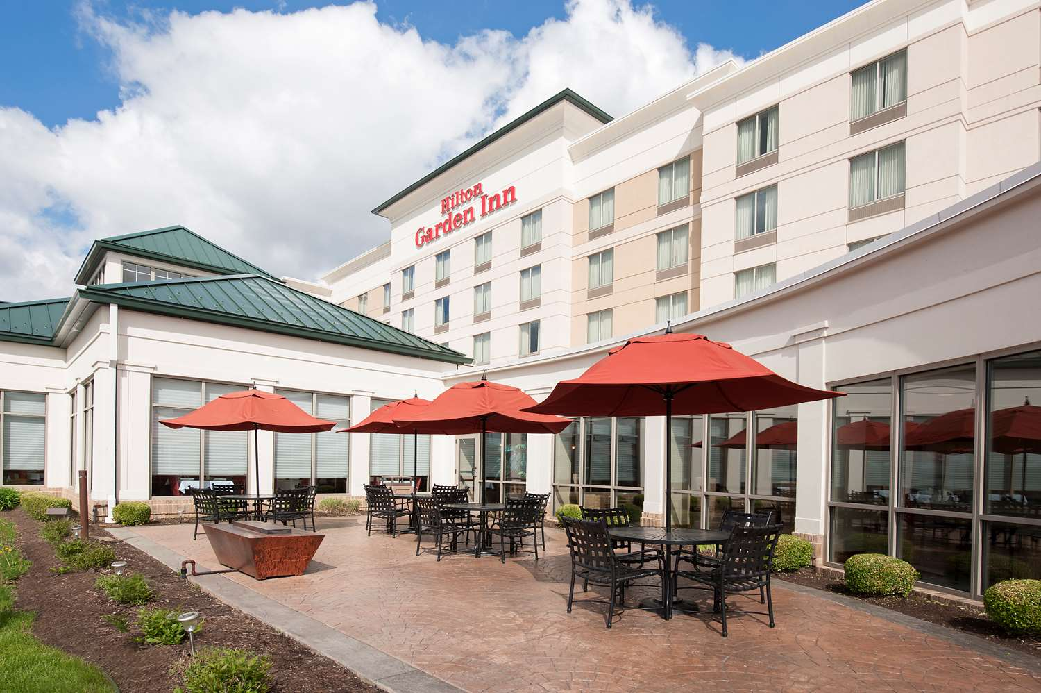 Hotels near edinburgh premium outlets edinburgh in for Hilton garden inn edinburgh in