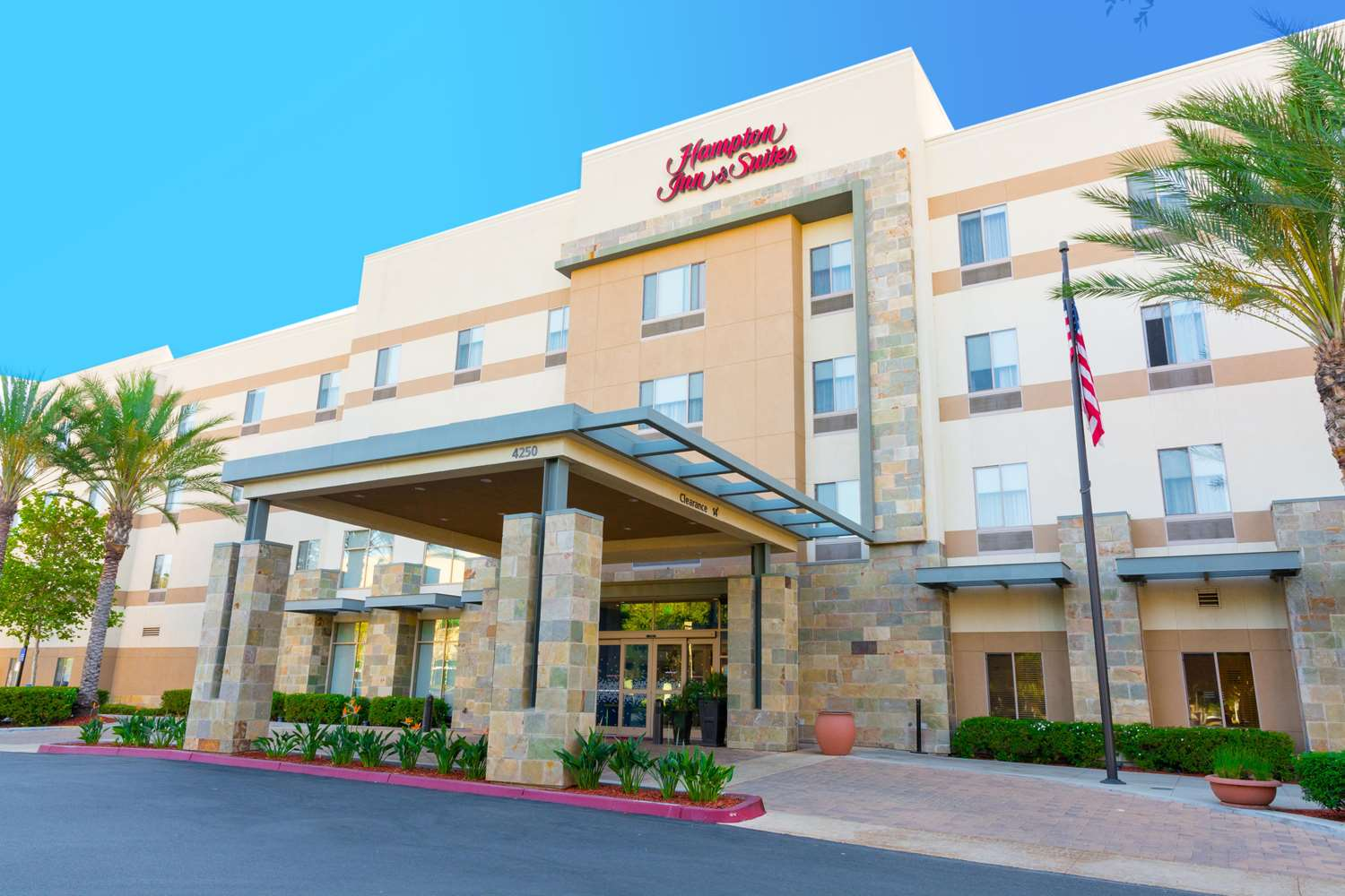 Hampton Inn & Suites East Riverside