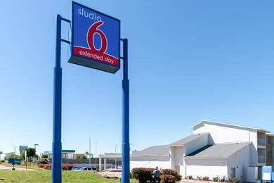 Studio 6 Extended Stay Hotel Six Flags Arlington