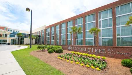 DoubleTree by Hilton Hotel Northwoods North Charleston