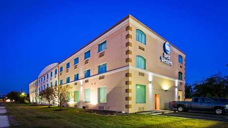 Best Western Inn & Suites Airport Brook Park