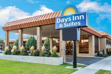 Days Inn & Suites Logan