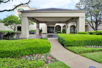 Hotels Near Dallas World Aquarium See All Discounts