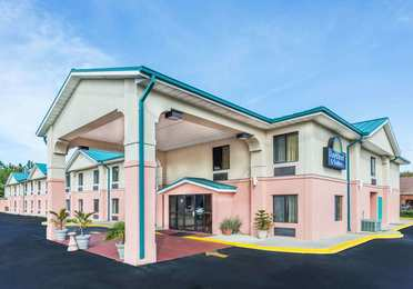 Days Inn & Suites Callaway