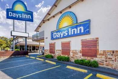 Days Inn Downtown & University Austin
