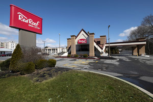 Red Roof Inn & Suites Newark