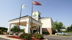 Holiday Inn Express Hotel & Suites Delafield