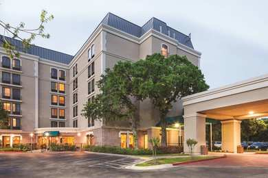 DoubleTree by Hilton Hotel University of Texas Austin