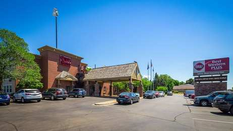 Best Western Plus White Bear Country Inn