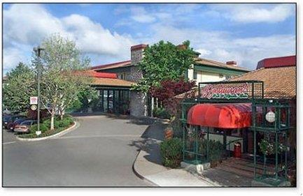Rogue Regency Inn & Suites Medford