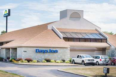 Days Inn Cleveland Airport Middleburg Heights South