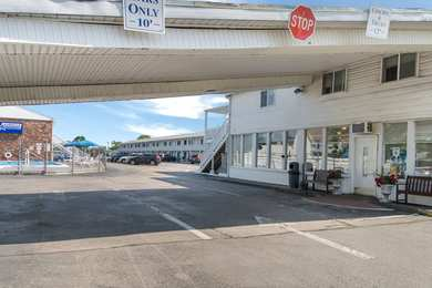 Americas Best Value Inn & Suites Hyannis