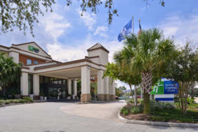 Holiday Inn Express Hotel & Suites St Rose