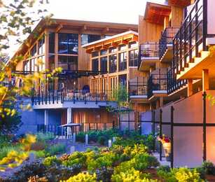 Brentwood Bay Lodge & Spa