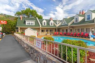Econo Lodge Inn & Suites Gatlinburg