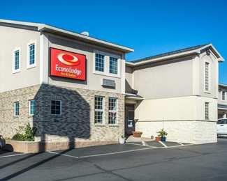 Econo Lodge Inn & Suites North Syracuse