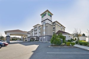 Holiday Inn Express Hotel & Suites Lakewood