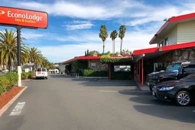 Econo Lodge Inn & Suites Oakland