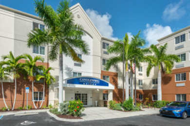 Hotels near sanibel outlets fort myers fl see all discounts for Outdoor swimming pool near slough