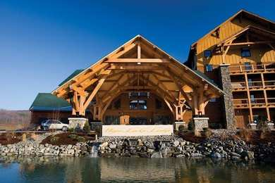 Hope Lake Lodge & Indoor Waterpark Cortland