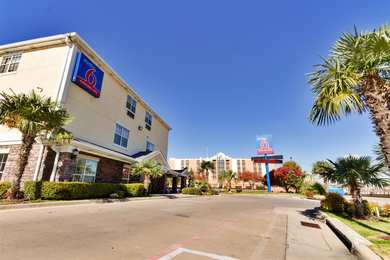 Studio 6 Extended Stay Hotel Park Central Dallas
