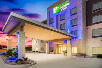 Holiday Inn Express Hotel & Suites West Litchfield