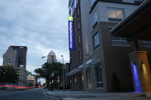 Holiday Inn Express Hotel & Suites Downtown Louisville