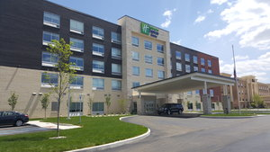 Holiday Inn Express Hotel & Suites West Toledo