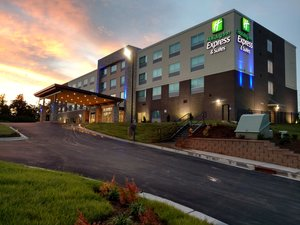 Holiday Inn Express Hotel Suites Northeast University Charlotte