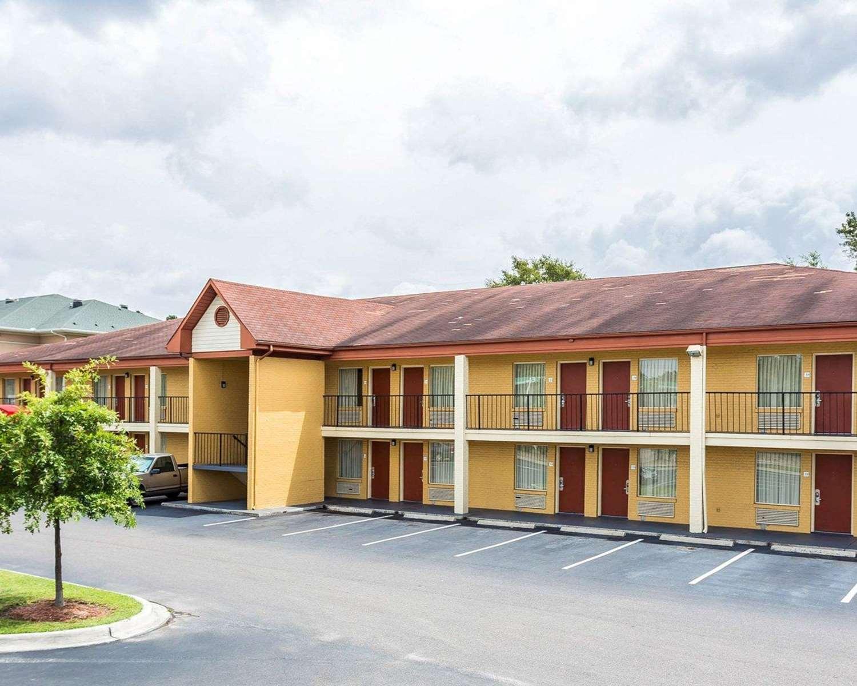 hotels near charleston convention center north. Black Bedroom Furniture Sets. Home Design Ideas