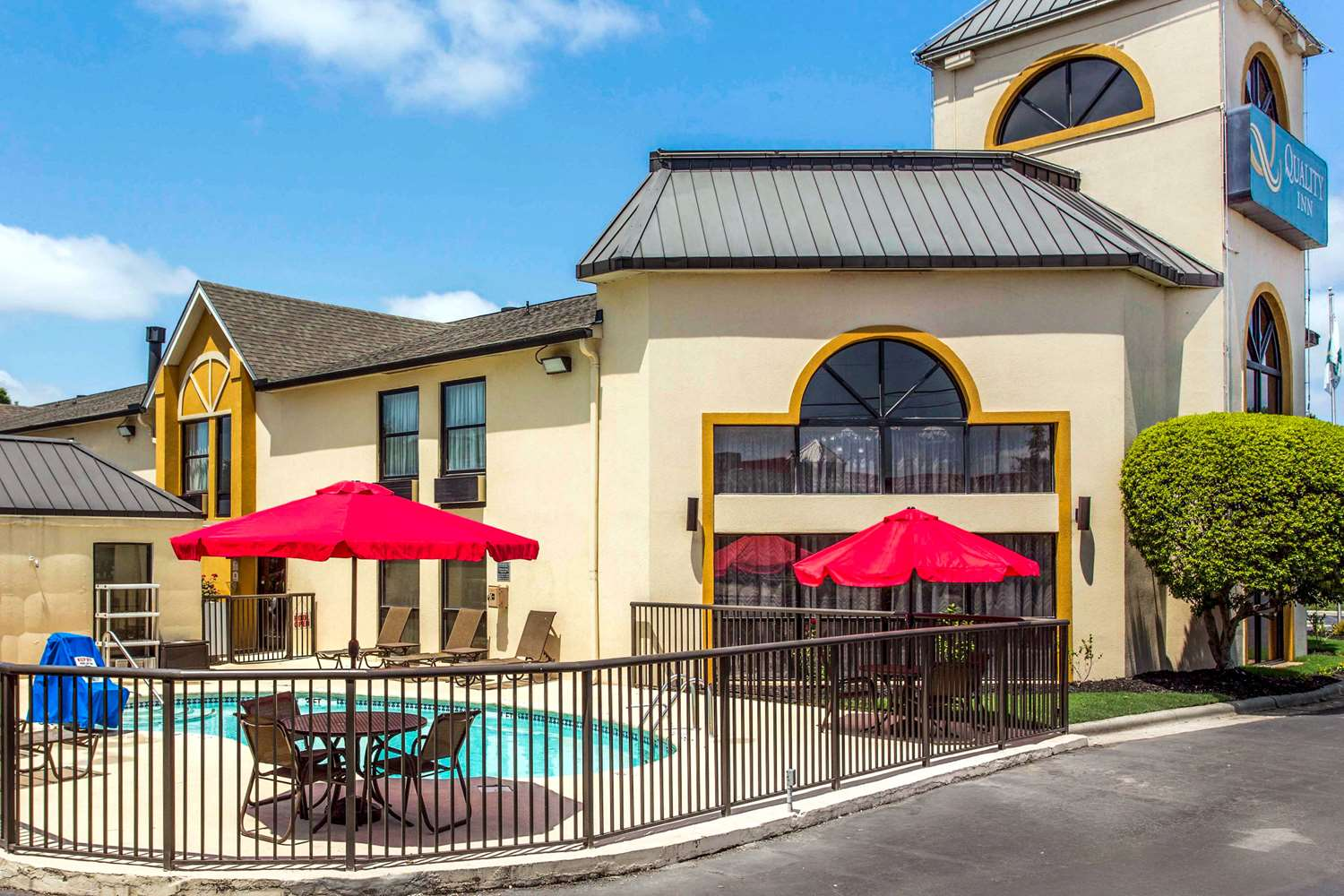 Hotels near Carowinds Fort Mill, South Carolina