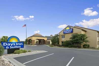 Days Inn & Suites Northeast Omaha