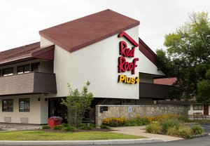 Red Roof Plus+ Inn & Suites Airport Pittsburgh