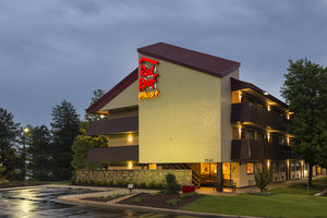 Red Roof Plus+ Inn & Suites Willowbrook