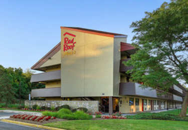 Red Roof Plus+ Inn & Suites Oxon Hill