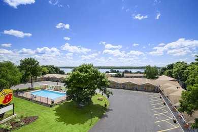 Super 8 Hotel Brockville