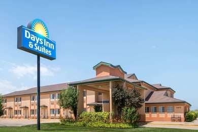 Days Inn Suites Wichita