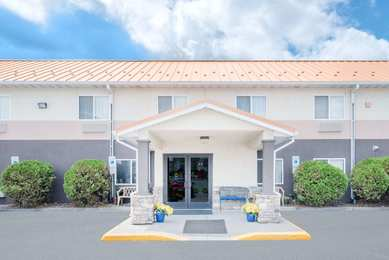 Days Inn Fargo Airport-Dome Suites