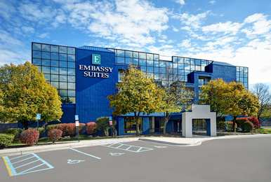 Emby Suites Livonia