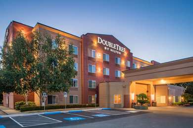 Doubletree By Hilton Hotel North M