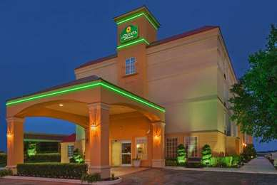 La Quinta Inn & Suites Central Tulsa