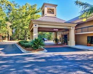 Clarion Inn & Suites Whiskey Road Aiken